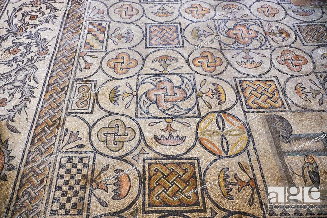 Stock Photo: Italie, Frioul-Venetie Julienne, Aquilée, Aquileia, Basilique patriarcale de Santa Maria Assunta, sol de mosaique datant du 4e siècle / Italy.