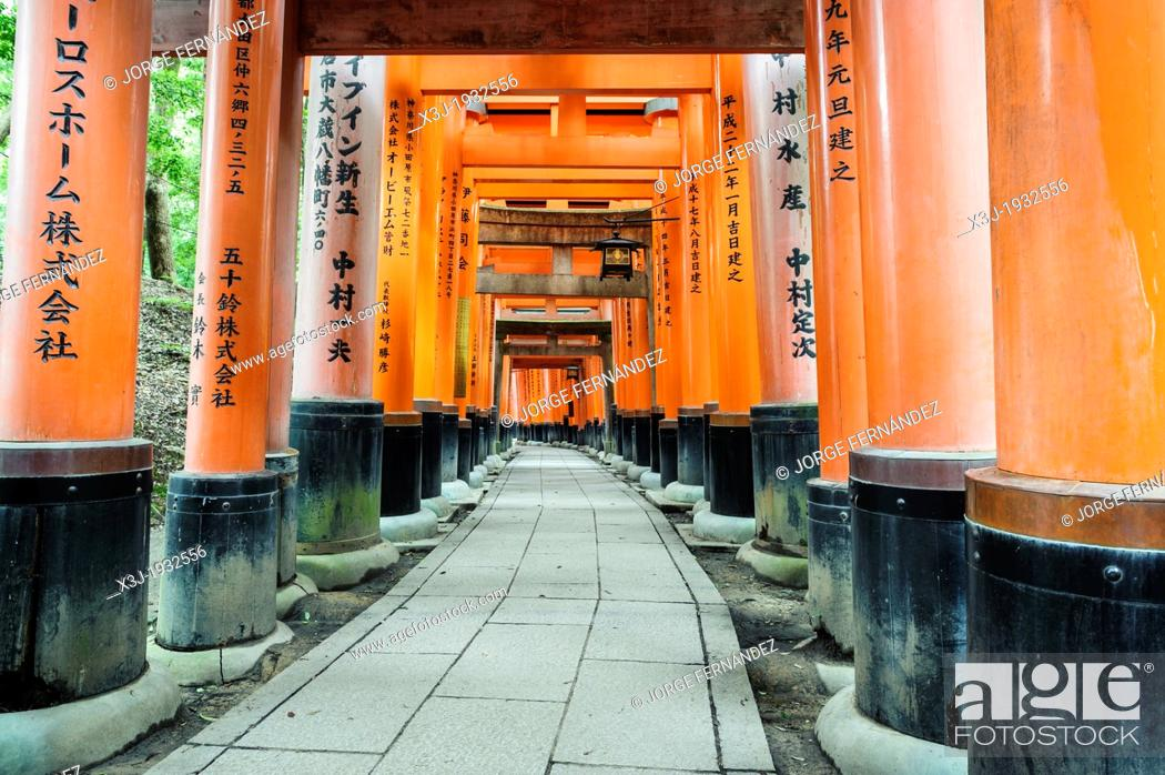 Imagen: Details of the Fushimi-Inari-Taisha shrine, Kyoto, Japan, Asia.