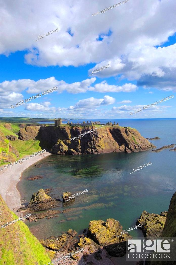 Stock Photo: Dunnottar Castle, Stonehaven, Aberdeenshire, Scotland, U K.