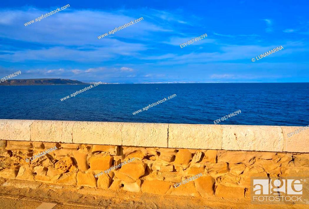Imagen: Mediterranean sea in Nova Tabarca of Alicante Spain.