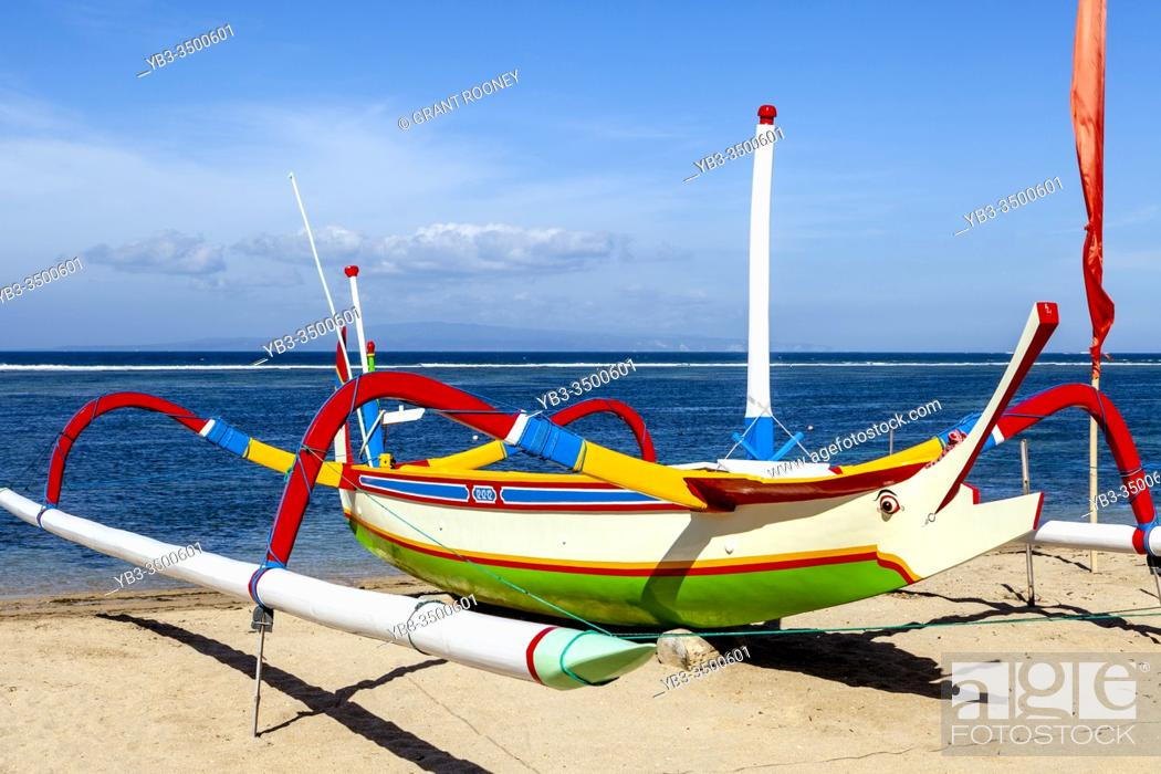 Photo de stock: A Traditional Jukung Sailboat On Sanur Beach, Bali, Indonesia.