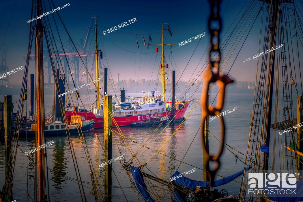Stock Photo: Germany, Hamburg, the Elbe, harbour, Övelgönne, museum harbour, container, container ship.