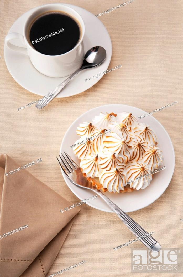 Imagen: High angle view of a meringue pie with a cup of black coffee.