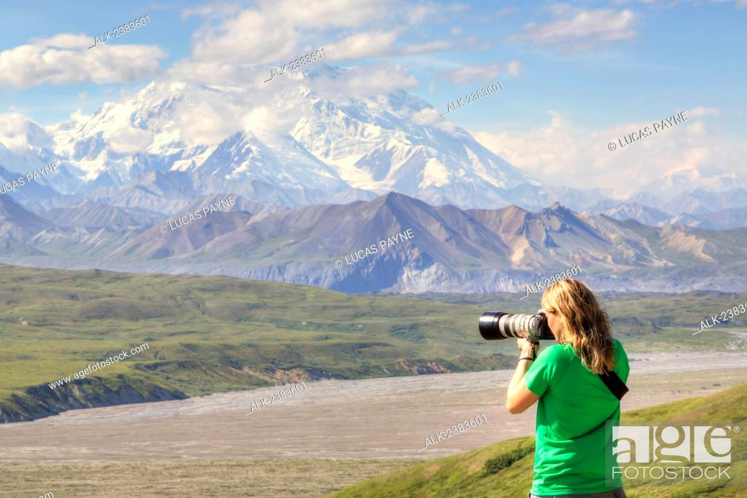 Imagen: Female photographing the view from the Eielson Visitor Center with Denali (Mt. McKinley) in Denali National Park and Preserve, Interior Alaska, Summer, HDR.
