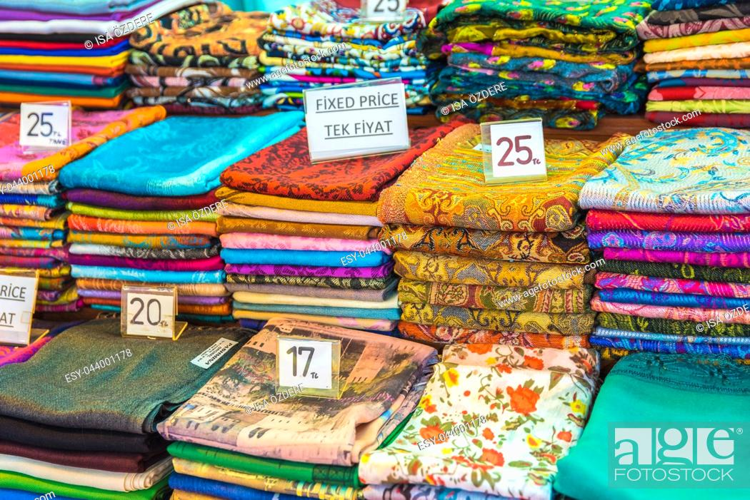 Imagen: Composed Roll shaped stacked Traditional colorful silk ,cashmere head scarves or shawls and fabrics for sale in Grand Bazaar,Istanbul,Turkey.