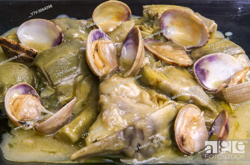 Stock Photo: Plato de Alcachofas con almejas (Artichoke with clams). Restaurante La Taberna de la 4ª Esquina. Calahorra, La Rioja, Spain.