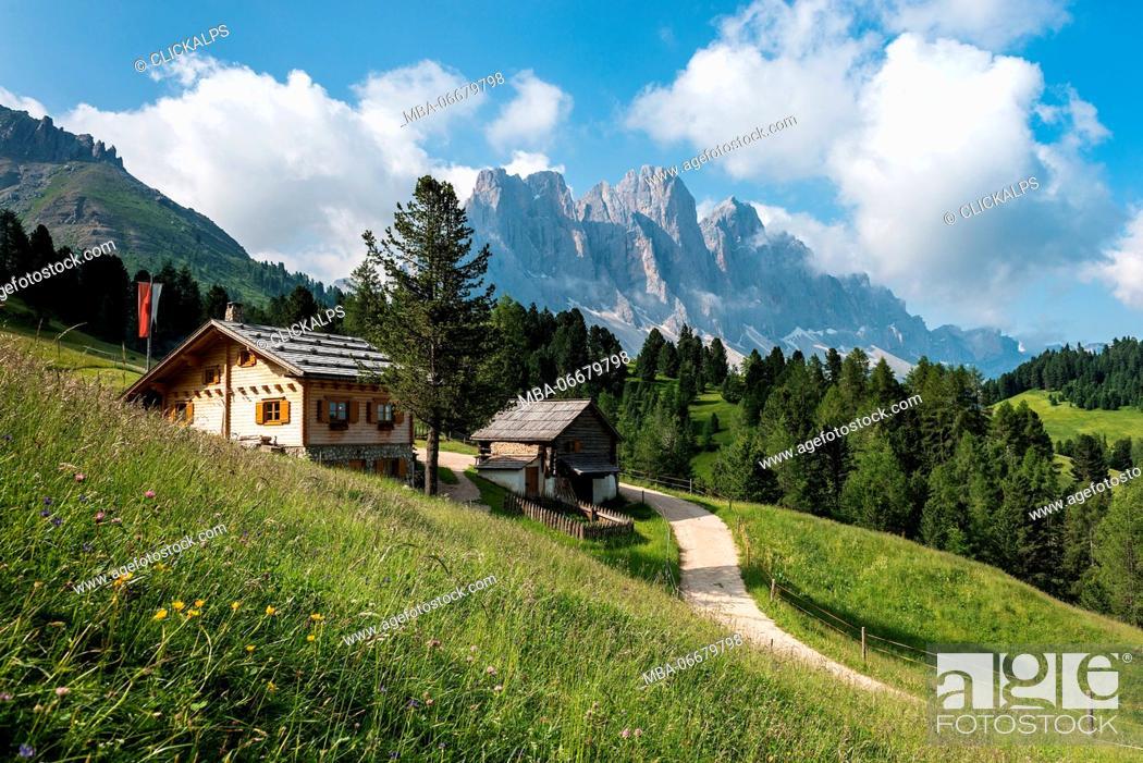 Imagen: Funes Valley, Dolomites, South Tyrol, Italy. The Kaserillalm/Malga Caseril.