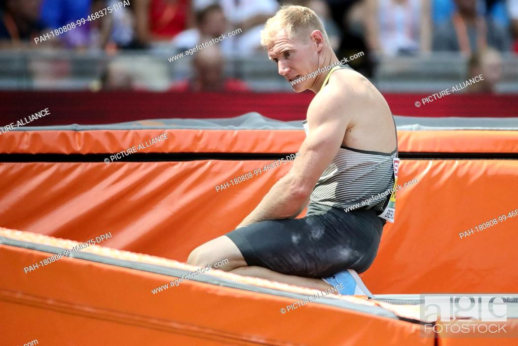 Stock Photo: 08.08.2018, Berlin: Athletics: European Championships in the Olympic Stadium: Decathlon, Men: Arthur Abele from Germany sits on the mat after an unsuccessful.