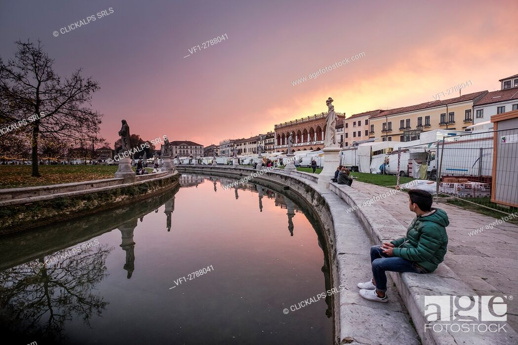 Stock Photo: Padua, Veneto, North Italy, Europe. Relax in the Piazza Prato della Valle at dusk.