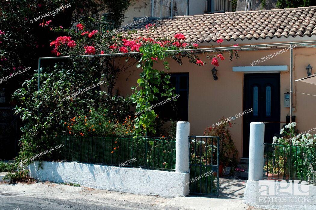 Imagen: house on coastal road Benitses Corfu Greece.