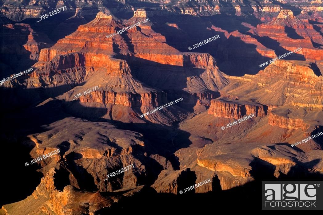 Photo de stock: Evening light and shadows define buttes, view northeast from Hopi Point, South Rim, Grand Canyon National Park, Arizona, USA.