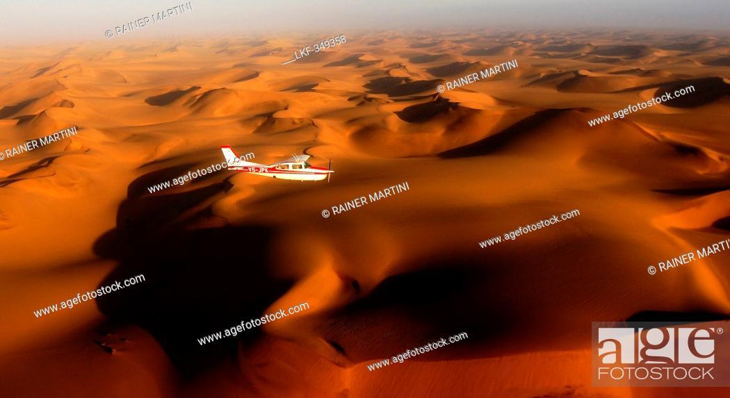 Stock Photo: Aerial View, red sand dunes in Sossusvlei, Sossusvlei, Namib Naukluft National Park, Namib desert, Namib, Namibia.