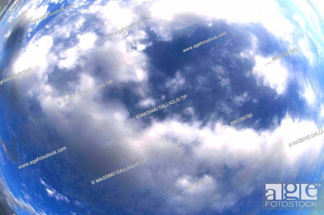 Imagen: Sky with white clouds.