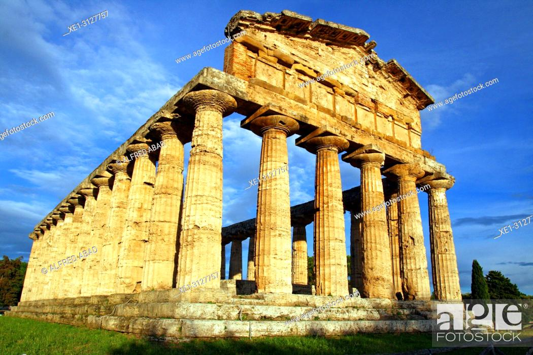 Imagen: Temple of Ceres, archaeological park, Paestum, Italy.