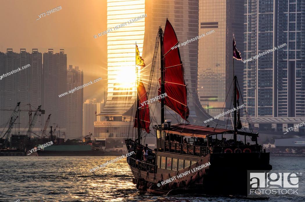 Stock Photo: Traditional Chinese junk, Victoria harbor, Hong Kong, China.