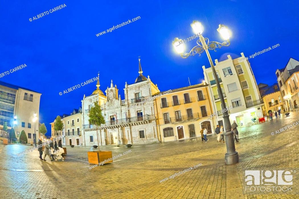 Stock Photo: Square of the City Hall, Street Scene, Typical Architecture, Old Town, Ponferrada, El Bierzo Region, León Province, Castilla y León, Spain, Europe.