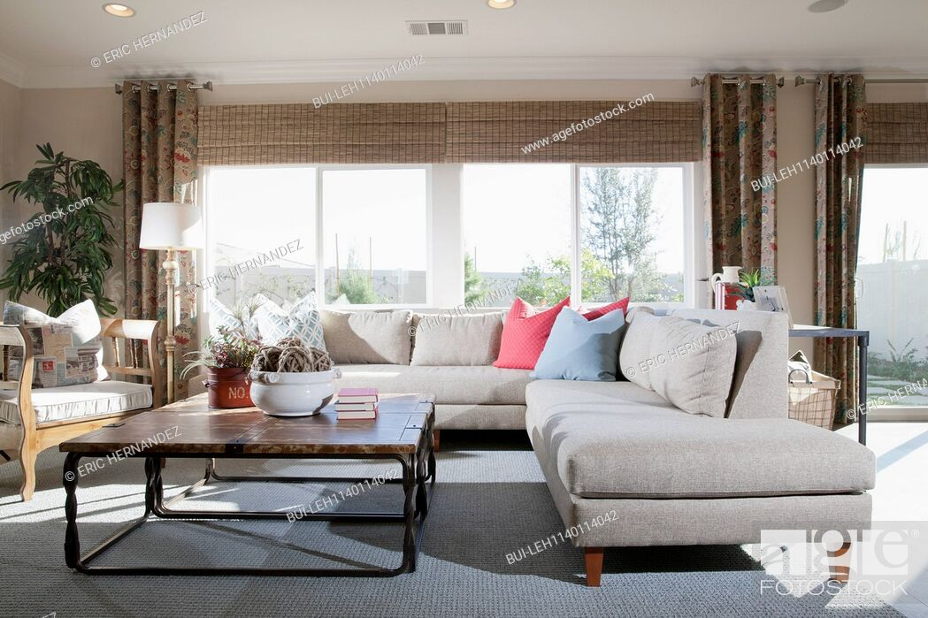 Imagen: Contemporary living room with sectional sofa at home.