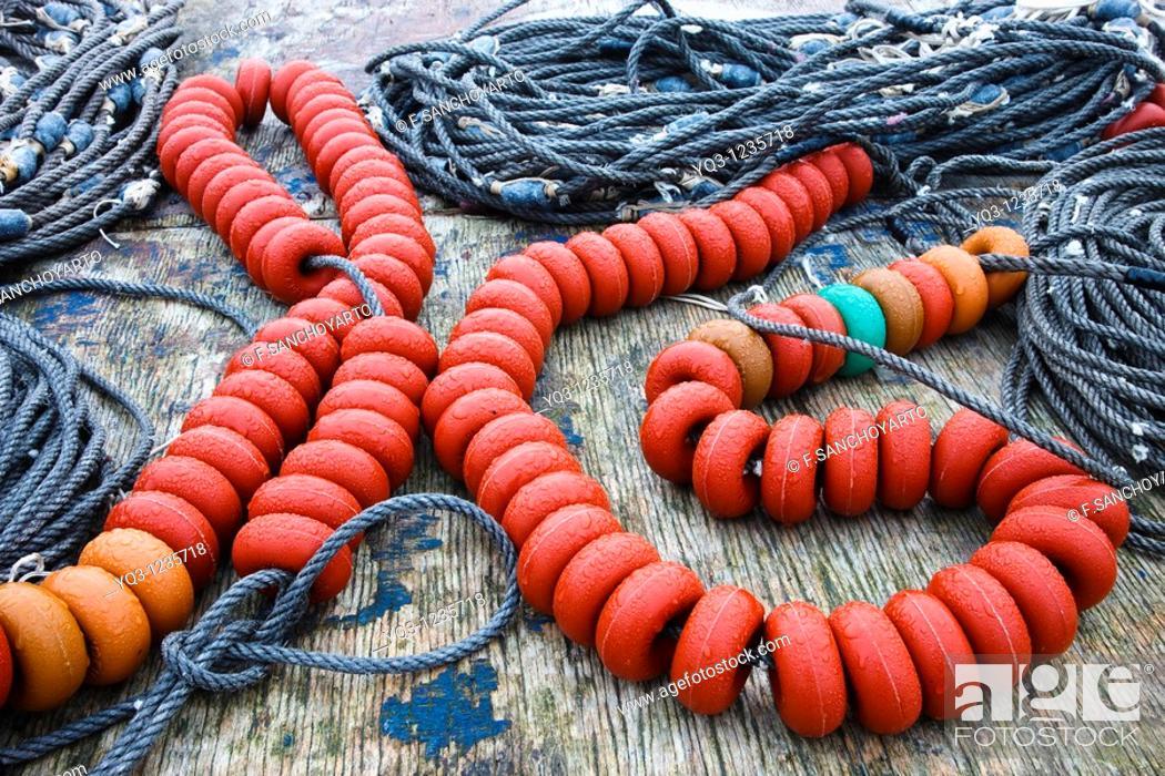 Stock Photo: Corchera y plomos, utensilios de pesca en el puerto de Castro Urdiales, Cantabria.