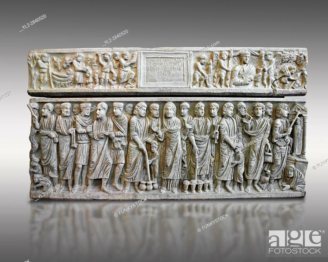Imagen: Roman relief sculpture on the Christian sarcophagus side od Marcus Claudianus depicting scenes from the new testament , circa 330 - 335 AD from the via della.