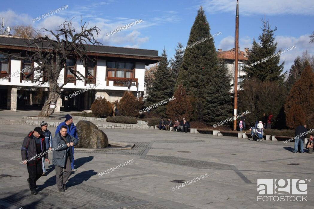 Imagen: Square, men walking, Bansko, Bulgaria, Europe,.