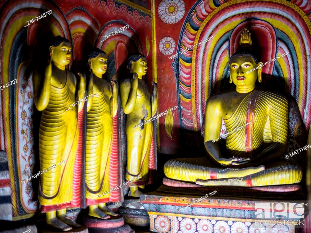 Imagen: Dambulla Cave Temples, Buddhas inside cave 3 (Great New Monastery or New Great Cave Temple), Dambulla, UNESCO World Heritage Site, Central Province, Sri Lanka.