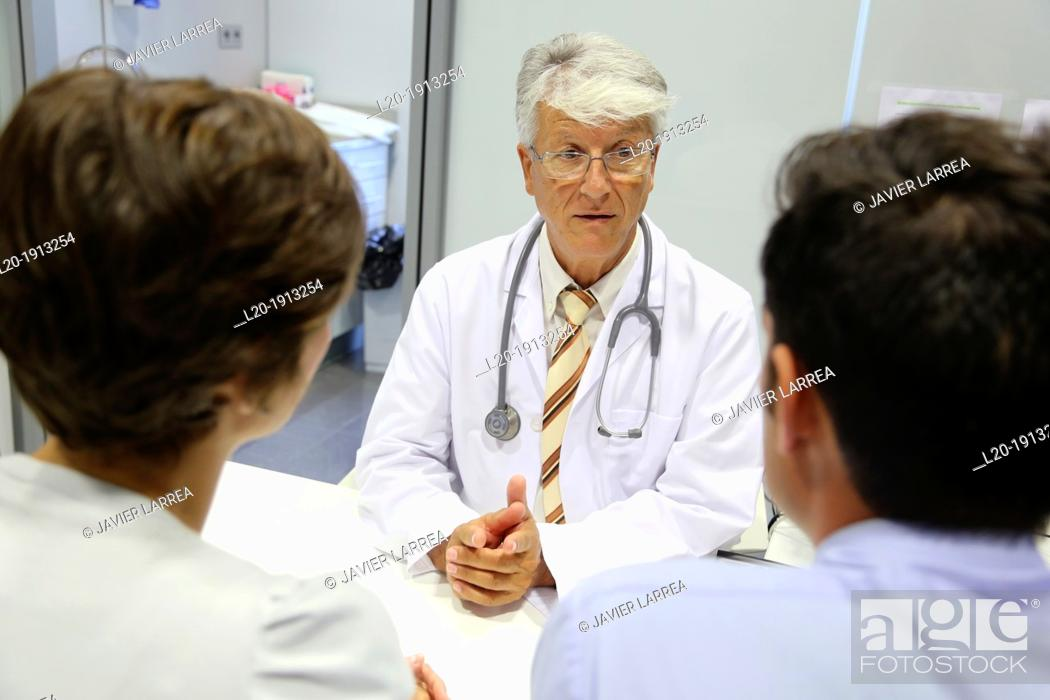 Stock Photo: Doctor, family, Consulting room, Onkologikoa Hospital, Oncology Institute, Case Center for prevention, diagnosis and treatment of cancer, Donostia.