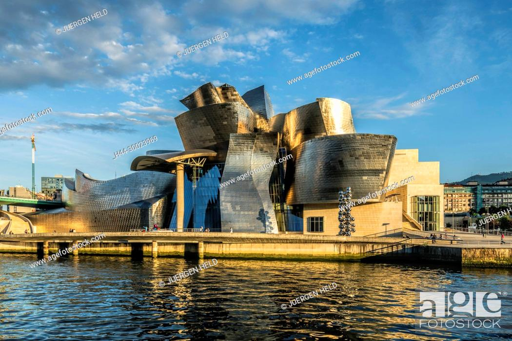 Imagen: Guggenheim Museum Bilbao , museum of modern and contemporary art , architect Frank Gehry , Bilbao, Basque Country, Spain (editiorial only).