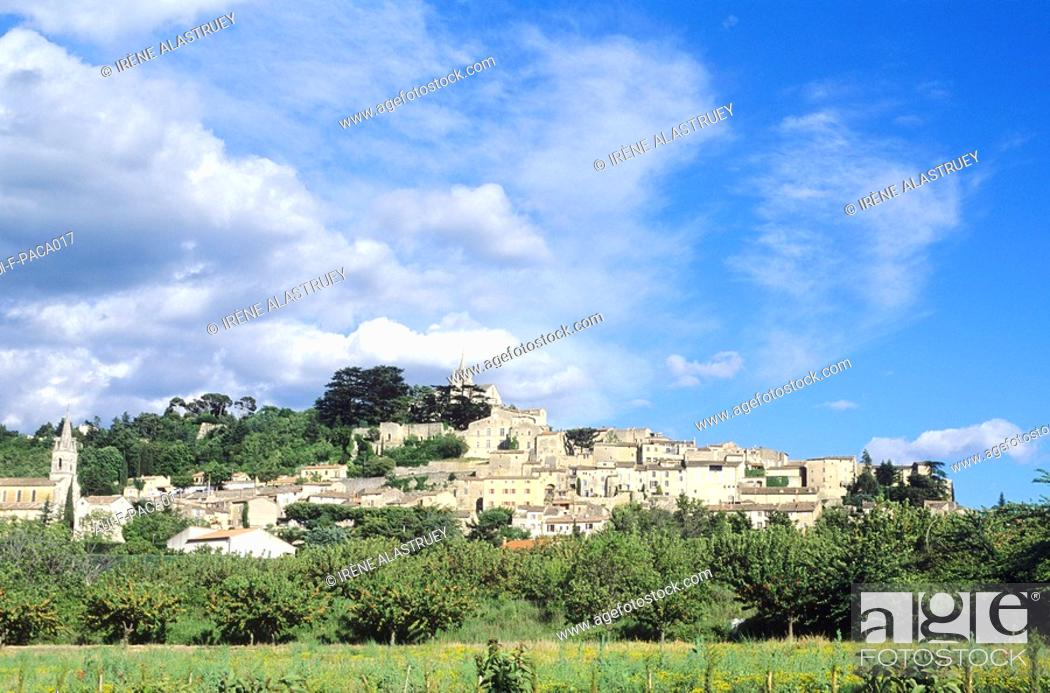 Stock Photo: Vaucluse - Haute-Provence - Luberon - Bonnieux.
