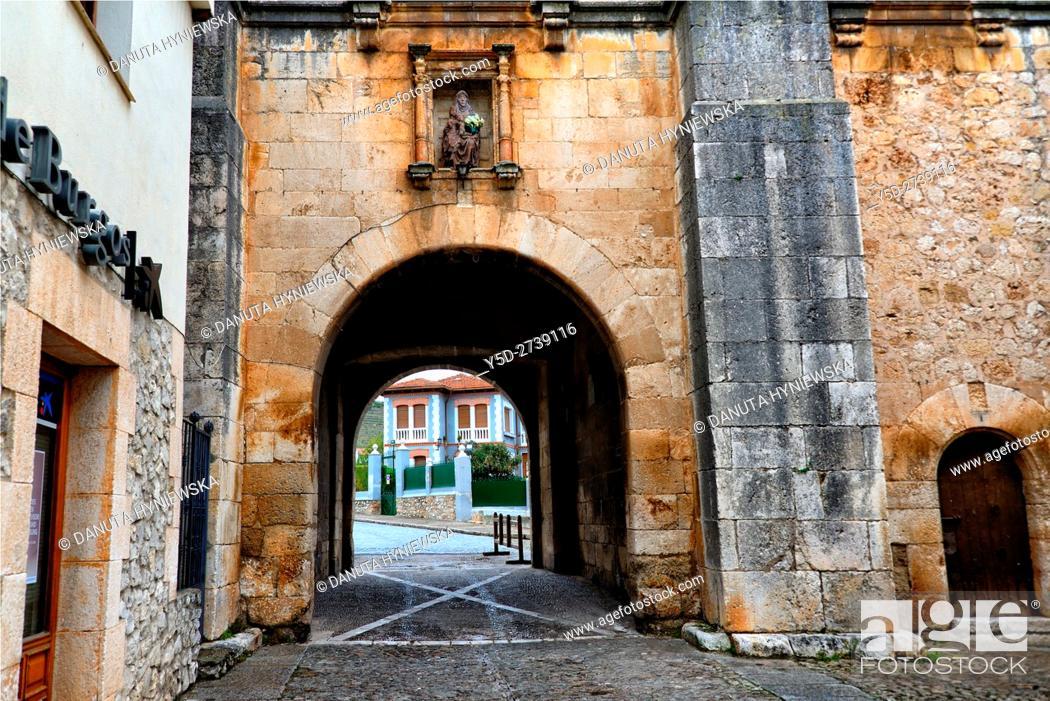 Stock Photo: Archivo del Adelantamiento de Castilla (16th century), Archivo Adelantamiento, Arco del Archivo, Archive Arch, entrance to fortified old town, Covarrubias.