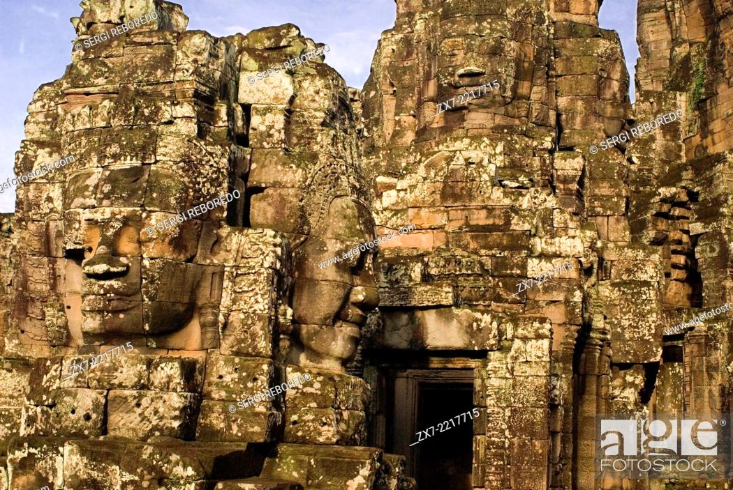 Imagen: The faces of the Bayon temple. Angkor Thom. Angkor Thom was built as a square, the sides of which run exactly north to south and east to west.