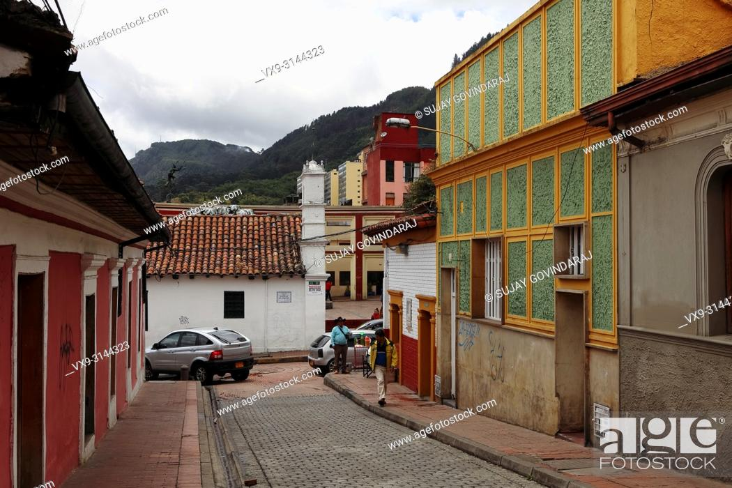 Photo de stock: Bogota, Colombia - July 20, 2016: Looking down one of the streets in the La Candelaria District that leads to the Plaza del Chorro de Quevedo.