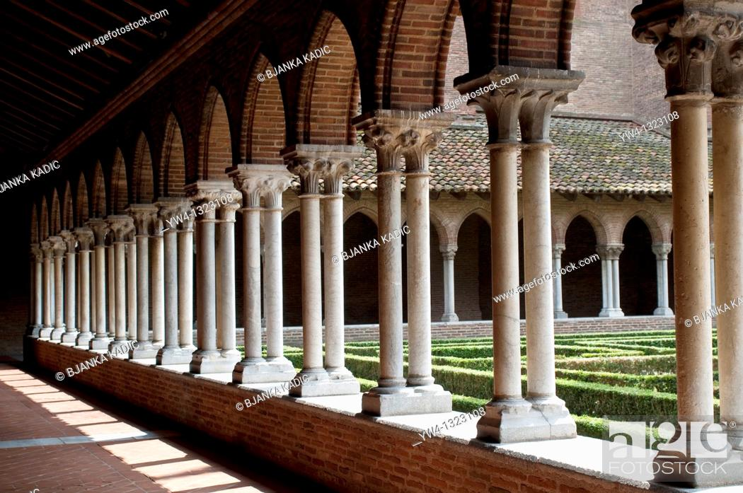 Stock Photo: Cloister of the Church of the Jacobins, Toulouse, France.