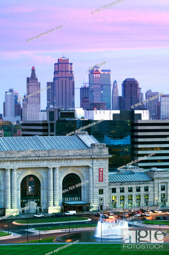 Stock Photo: Union Station (b.1914) and Kansas City Skyline at dawn. Missouri, USA.