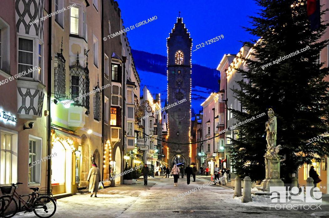 Stock Photo: Italy, South Tyrol, Sterzing (Vipiteno), Zwölferturm (it. Torre delle Dodici), christmas.