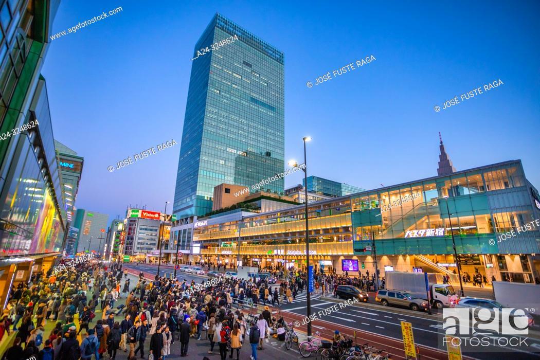 Imagen: Japan, Tokyo City, Shinjuku ward, Shinjuku Station South Side.