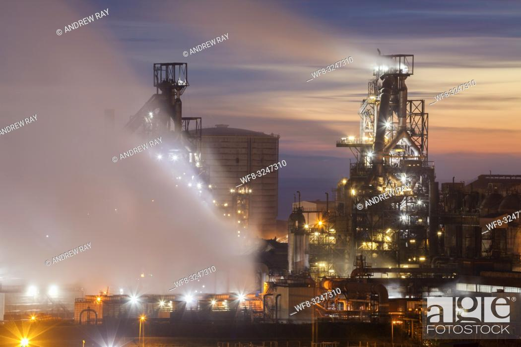 Imagen: The Tata Steelworks at Port Talbot, in South Wales, captured during twilight from an inland section of the Wales Coast Path on an evening in mid February.