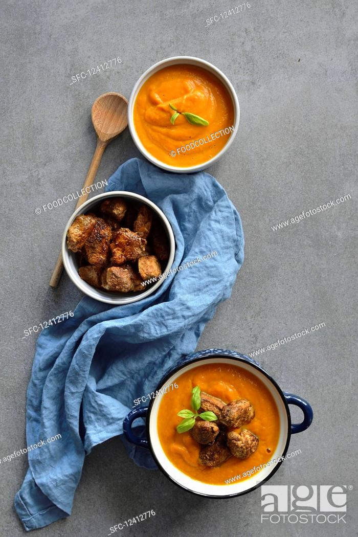 Stock Photo: Pumpkin Curry Soup with Chicken in Spices.