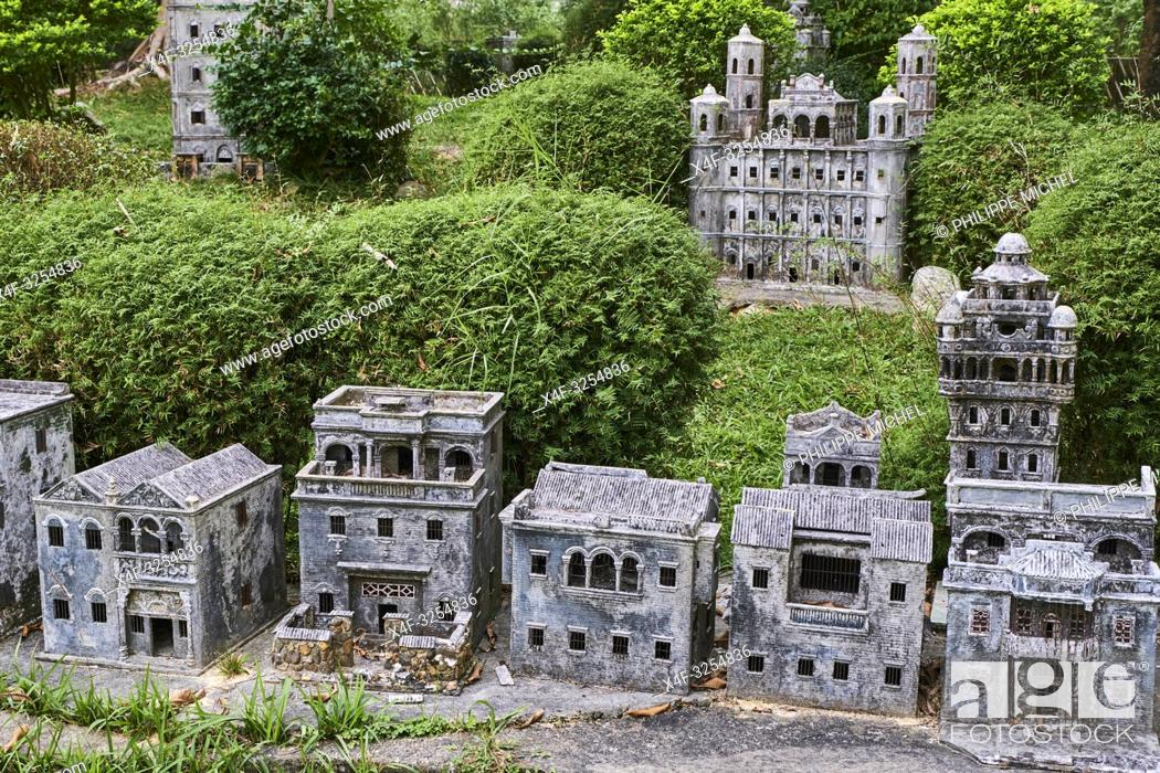 Stock Photo: Chine, Province de Guangdong, Kaiping, patrimoine mondial de l'Unesco, Li Garden, les Diaolou sont des tours fortifiées / China, Guangdong, Kaiping.