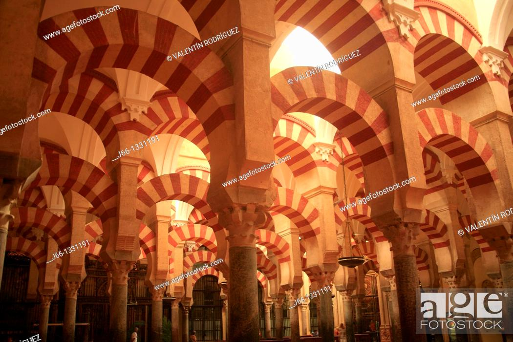 Stock Photo: Columns and arches in the mosque, Cordoba, Andalusia, Spain.