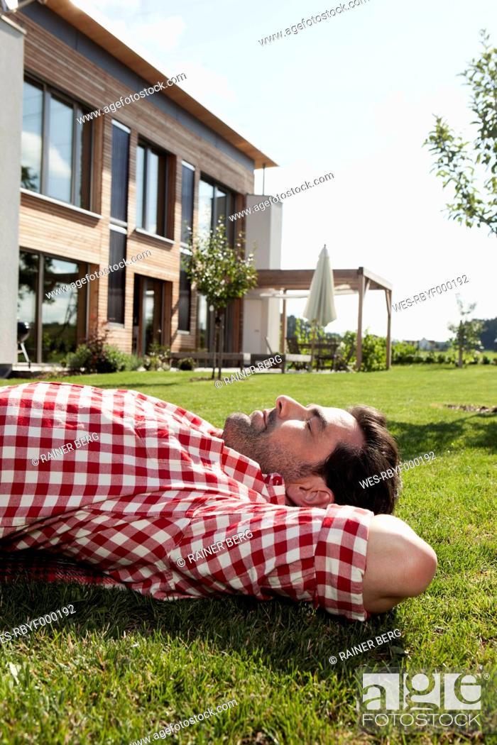 Stock Photo: Germany, Bavaria, Nuremberg, Mature man resting in garden.