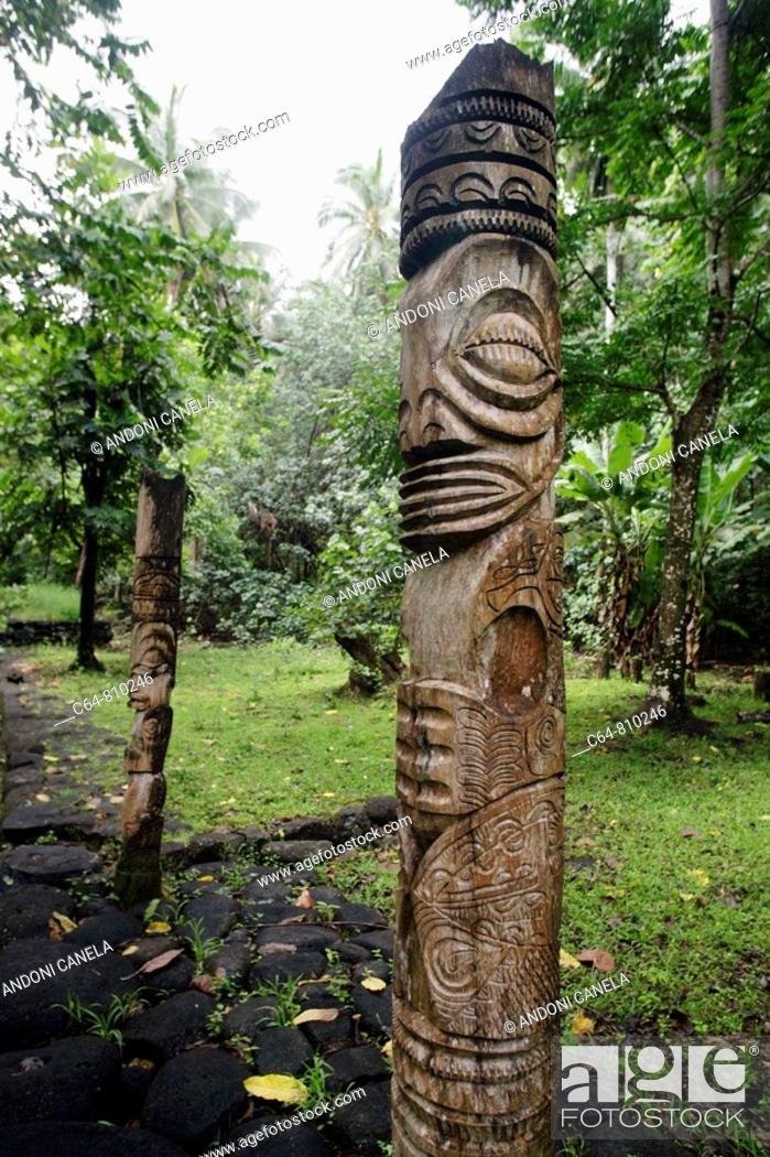 Stock Photo: Tikis at Hatiheu, Nuku Hiva island, Marquesas islands, French Polynesia.
