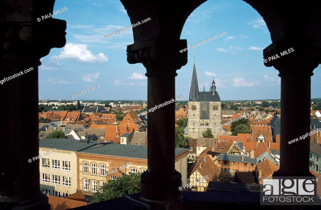 Stock Photo: View from Sternkierkerturm to market church.