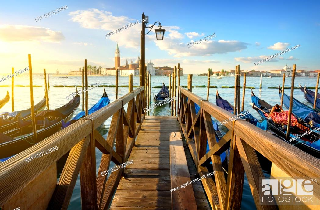 Imagen: Condolas and wooden pier in Venice, Italy.