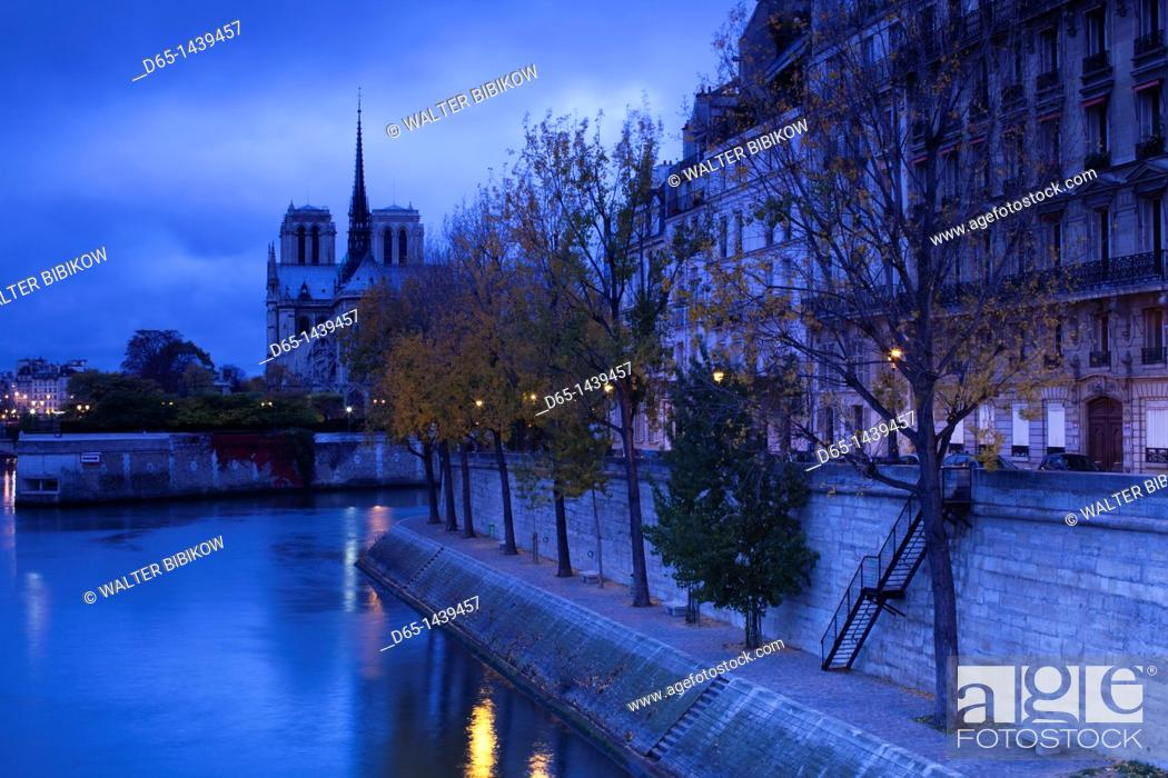 Stock Photo: France, Paris, Cathedral Notre Dame cathedral and Ile St-Louis, dawn.