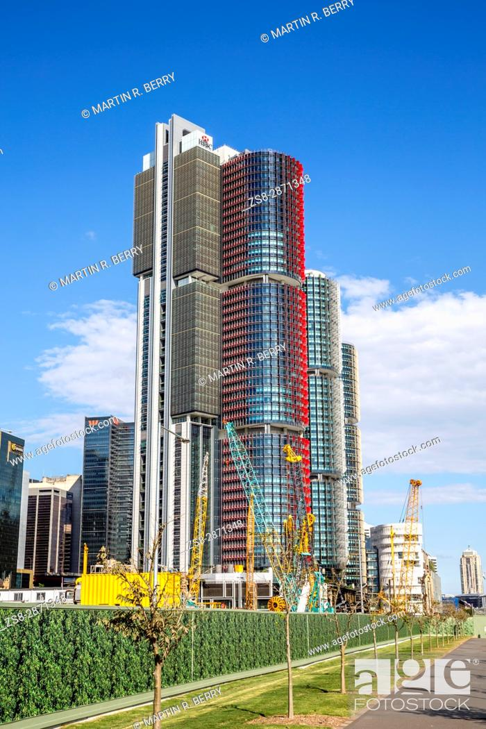 Imagen: Barangaroo in Sydney city centre with high rise skyscraper towers, Sydney, Australia.