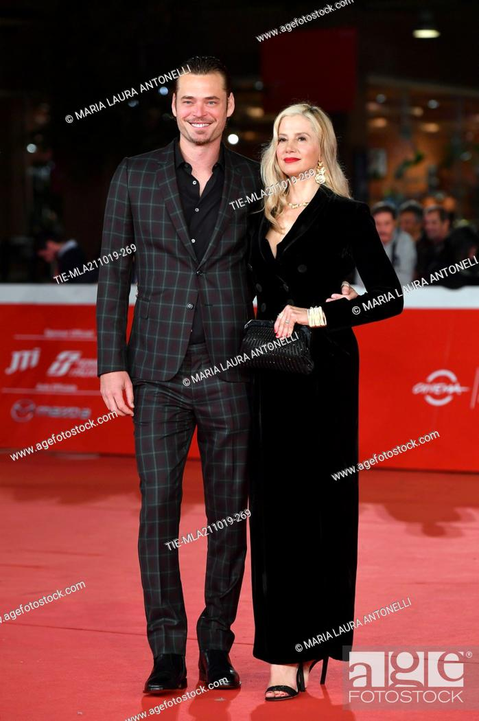 Imagen: Christopher Backus and Mira Sorvino pose during the red carpet for 'Drowing' at the 14th annual Rome Film Festival, in Rome, ITALY-20-10-2019.