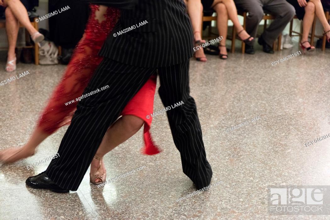 Imagen: Detail of tango dancers in milonga ballroom.