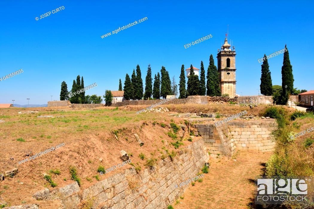 Photo de stock: tower clock of Historic Village of Almeida, Beira Alta Guarda District Portugal.