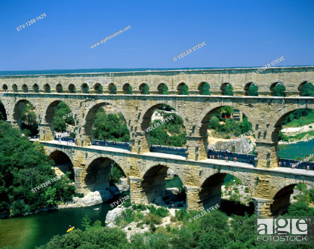 Imagen: Ancient, Aqueduct, Arches, Architecture, Bridge, France, Europe, Gard, Holiday, Horizontal, Landmark, Nimes, Pont, Pont du gard,.