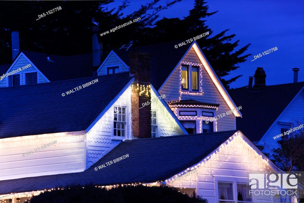 Stock Photo: USA, California, Northern California, North Coast, Mendocino, Christmas decorations, evening.